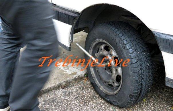Izbusene gume u Trebinju