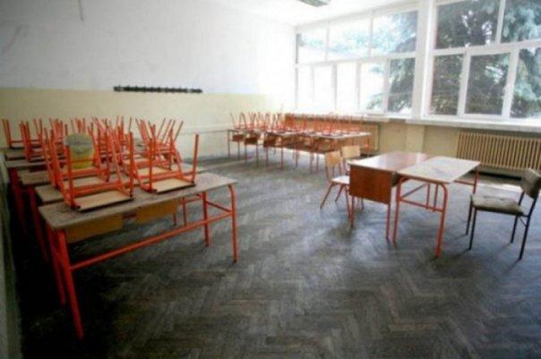 osnovci krecu u skolu