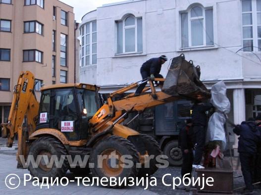 Uklanjanje spomenika u Presevu