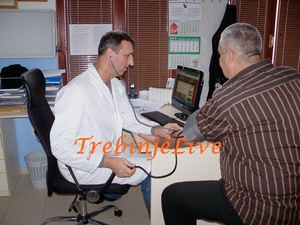 doktor savo novokmet sa pacijentima